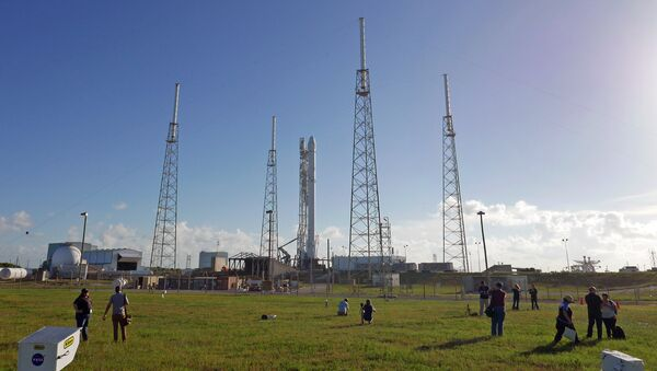 Photographers set up remote cameras preparing to cover the Falcon 9 SpaceX rocket launch at complex 40 at the Cape Canaveral Air Force Station in Cape Canaveral. (File) - Sputnik International
