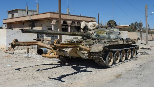 A T-55 tank in the position of the National Socialist Party's militia outside terrorist-held town of Al-Karyatein, Syria - Sputnik International