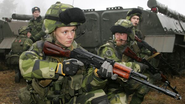 A female Swedish soldier participates in joint Russian-Swedish military training exercises, 12 December 2007, outside St. Petersburg in the town Kamenka - Sputnik International