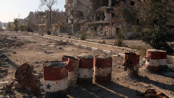 Barrels painted in the colours of the Syrian flag in the eastern town of Deir Ezzor - Sputnik International