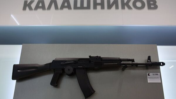 AK-74 assault rifle is sold at a newly opened store of Concern Kalashnikov at Sheremetevo Airport - Sputnik International