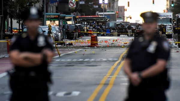 New York City Police Department (NYPD) officers stand near the site of an explosion in the Chelsea neighborhood of Manhattan, New York, U.S - Sputnik International