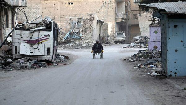 Devastated street in the Syrian eastern town of Deir Ezzor - Sputnik International