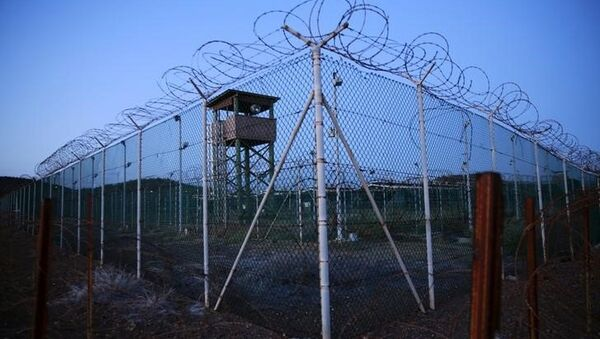Chain link fence and concertina wire surrounds a deserted guard tower within Joint Task Force Guantanamo's Camp Delta at the US Naval Base in Guantanamo Bay, Cuba. - Sputnik International