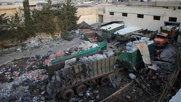 Aid is seen strewn across the floor in the town of Orum al-Kubra on the western outskirts of the northern Syrian city of Aleppo on September 20, 2016, the morning after a convoy delivering aid was hit by a deadly air strike. - Sputnik International