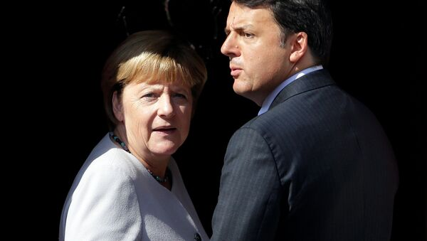 Italian Prime Minister Matteo Renzi (R) and German Chancellor Angela Merkel (File) - Sputnik International