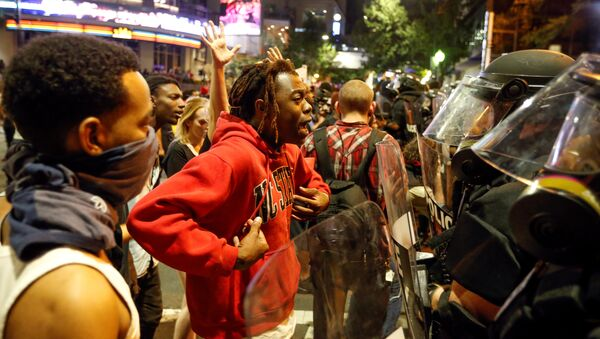 A man speaks to police in uptown Charlotte, NC during a protest of the police shooting of Keith Scott, in Charlotte, North Carolina, U.S. September 21, 2016 - Sputnik International