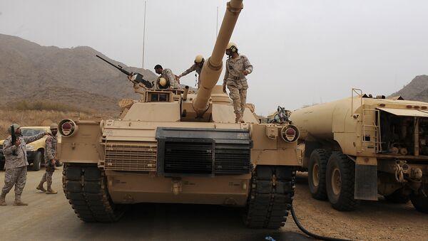 Saudi soldiers are seen on top of their tank deployed at the Saudi-Yemeni border, in Saudi Arabia's southwestern Jizan province, on April 13, 2015 - Sputnik International