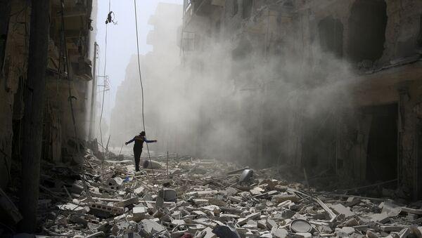 A man walks on the rubble of damaged buildings in Aleppo, Syria September 25, 2016 - Sputnik International