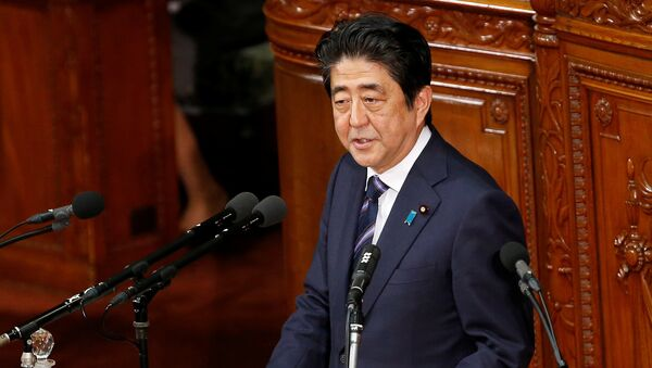 Japanese Prime Minister Shinzo Abe gives an address at the start of the new parliament session at the lower house of parliament in Tokyo, Japan - Sputnik International