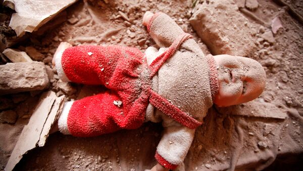 A doll is seen on a bed in a damaged house destroyed during a Saudi-led air strike in old Sanaa city, Yemen, September 24, 2016. - Sputnik International
