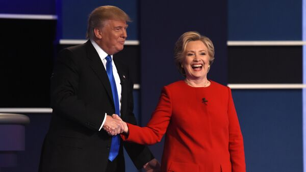 Democratic nominee Hillary Clinton (R) shakes hands with Republican nominee Donald Trump after the first presidential debate at Hofstra University in Hempstead, New York - Sputnik International