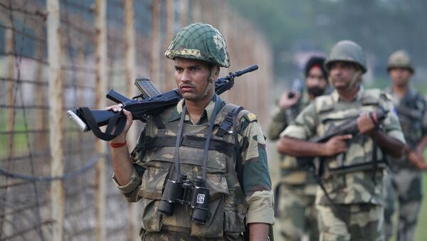 Indian Border Security Force soldiers patrol the India-Pakistan border area at Ranbir Singh Pura, about 35 kilometers (22 miles) from Jammu, India, Saturday, Sept. 24, 2016 - Sputnik International