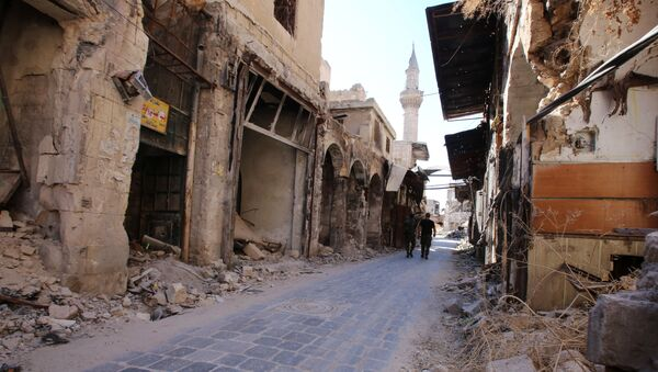 Syrian government soldiers walk in the damaged al-Farafira souk in the government-held side of Aleppo's historic city centre on September 16, 2016 - Sputnik International