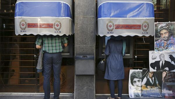 Iranians use ATM machines of Bank Melli Iran in downtown Tehran, Iran (File) - Sputnik International