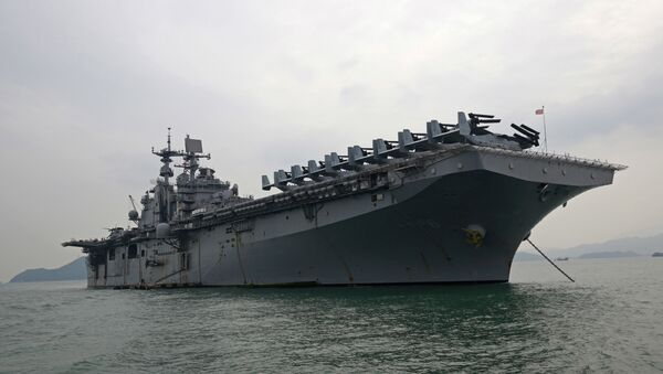 The U.S. destroyer USS Bonhomme Richard is anchored during its port call in the Hong Kong - Sputnik International