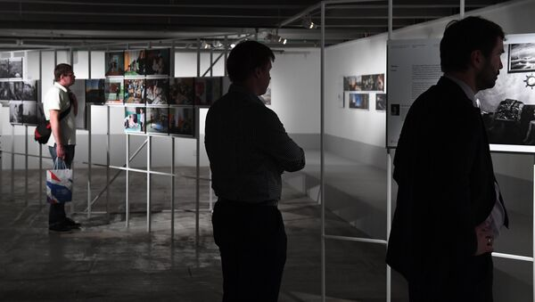 Visitors at the exhibition by winners of the Andrei Stenin International Press Photo Contest - Sputnik International