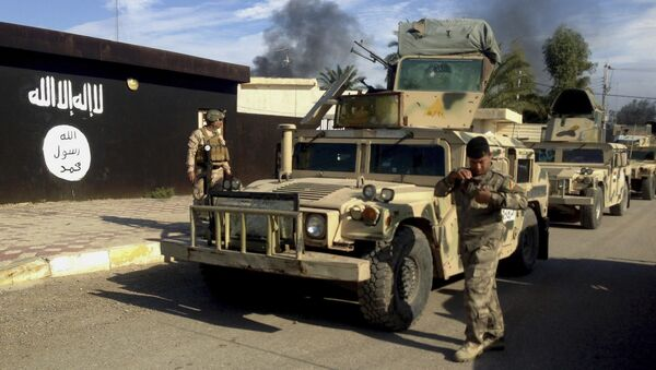 Iraqi army soldiers deploy in front of a court run by the Islamic State group after a military operation to regain control of the town of Sadiyah in Diyala province, 60 miles (95 kilometers) north of Baghdad, Iraq (File) - Sputnik International