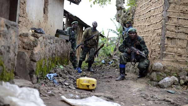 Congolese army soldiers take cover during an assault on rebel-held Jomba, as they advance toward Bunagana, eastern Congo (File) - Sputnik International