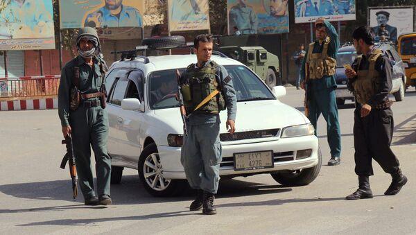 Afghan policemen keep watch in the downtown of Kunduz city, Afghanistan October 3, 2016. - Sputnik International