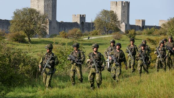 A squad from Skaraborg Armoured Regiment, currently training on the island of Gotland in the Baltic, patrols outside Visby's 13th century city wall, Sweden - Sputnik International