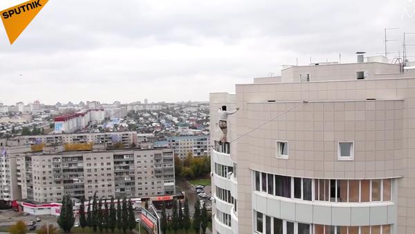 Walking High: Russian Man Performs Breathtaking Stunt - Sputnik International