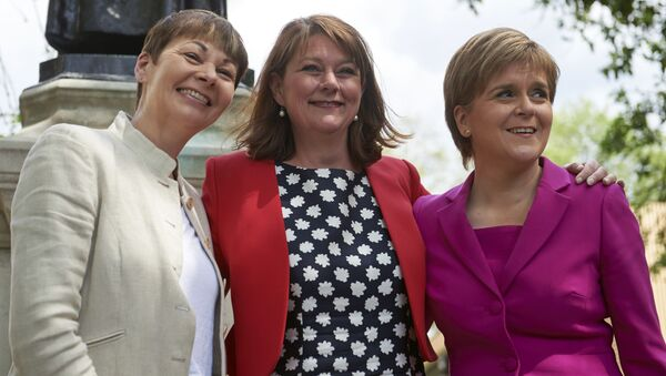Scottish First Minister and Leader of the SNP, Nicola Sturgeon (R) poses with Plaid Cymru leader Leanne Wood (C) and Former leader of The Green Party, Caroline Lucas pose during a photo call in central London on May 23, 2016. - Sputnik International