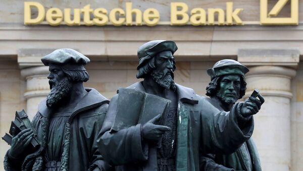 A statue is pictured next to the logo of Germany's Deutsche Bank in Frankfurt, Germany, September 30, 2016 - Sputnik International