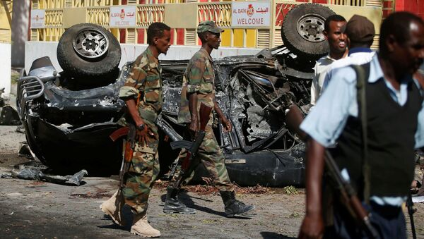Somali government soldiers secure the scene of an attack on a restaurant by the Somali Islamist group al Shabaab in the capital Mogadishu, Somalia, October 1, 2016.  - Sputnik International