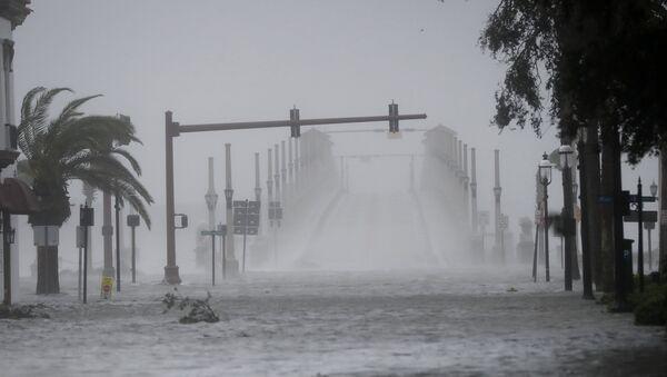 Wind and water from Hurricane Matthew batter downtown St. Augustine, Fla., Friday, Oct. 7, 2016. - Sputnik International