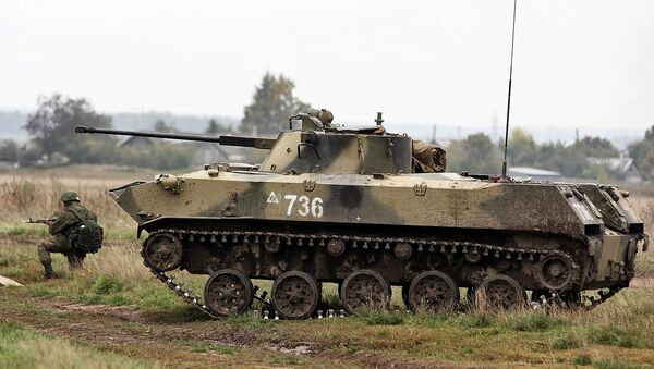 Introduced more than thirty years ago, the Russian airborne assault vehicle BMD-2 remains the backbone of the Russian airborne forces thanks to its performance characteristics, according to defense expert Kyle Mizokami - Sputnik International