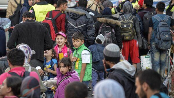 Migrants arrive at the railway station in Munich, southern Germany, on September 12, 2015 - Sputnik International