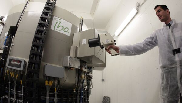 A technicians participates in the manufacturing of 'radioelements' during the unveiling of the cyclotron, a production unit of isotopes used in medical diagnosis to locate cancerous cells, on November 24, 2009 in the Saint-Louis hospital in Paris - Sputnik International