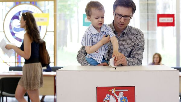 A man with a child casts his ballot during the elections in Vilnius, Lithuania (File) - Sputnik International