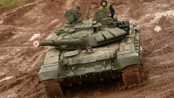 A T-72 tank during the military machinery show at the Alabino training ground held as part of the international military-technical forum ARMY-2016 - Sputnik International