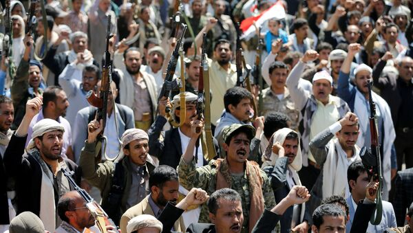 Armed people demonstrate outside the United Nations offices against Saudi-led air strikes on funeral hall in Sanaa, the capital of Yemen, October 9, 2016. - Sputnik International