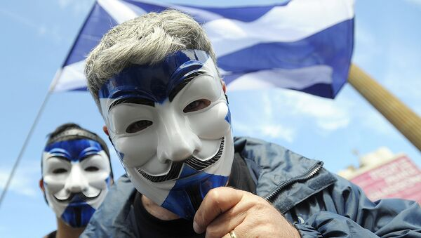 Pro-Scottish Independence supporters with Scottish Saltire flag masks pose for a picture at a rally in George Square in Glasgow, Scotland on July 30, 2016 to call for Scottish independence from the UK. - Sputnik International