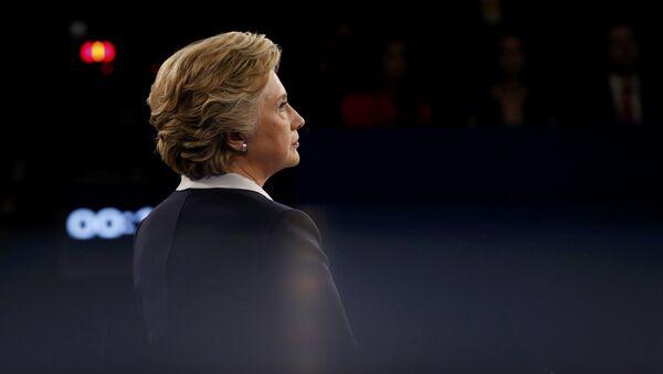 Democratic U.S. presidential nominee Hillary Clinton listens as Republican U.S. presidential nominee Donald Trump (not pictured) speaks during their presidential town hall debate at Washington University in St. Louis, Missouri, U.S., October 9, 2016. - Sputnik International