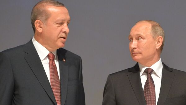 Presidents Vladimir Putin of Russia and Recep Tayyip Erdogan (left) of Turkey attending the participants photography session at the 23rd World Energy Congress in Istanbul, October 10, 2016. - Sputnik International