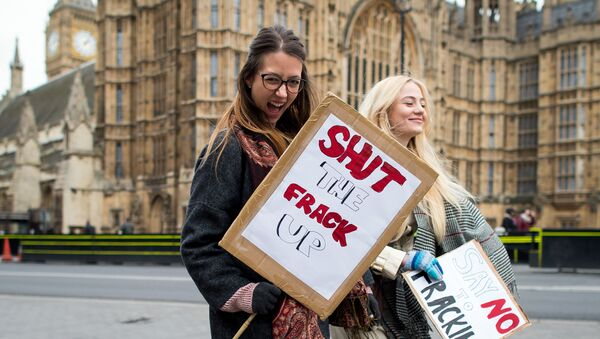 Activists attend an anti-fracking rally outside the Houses of Parliament in central London on January 26, 2015, calling for MPs to vote for a moratorium on fracking within the UK. - Sputnik International