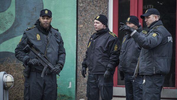 Policemen stand in front of a house in Ishoj, Denmark - Sputnik International