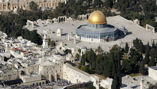 An aerial view shows the Dome of the Rock (R) on the compound known to Muslims as the Noble Sanctuary and to Jews as Temple Mount. - Sputnik International