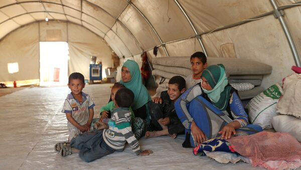 Displaced people who fled Mosul are pictured at a refugee camp in Duhok, Iraq, October 16, 2016 - Sputnik International