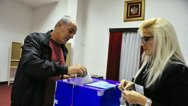 A man casts his ballot during parliamentary elections at a polling station in Podgorica on October 16, 2016. Montenegro began voting in parliamentary elections on October 16, 2016 with opposition groups hoping to end the quarter-century rule of pro-Western premier Milo Djukanovic, who warns that his rivals would derail imminent NATO accession. - Sputnik International