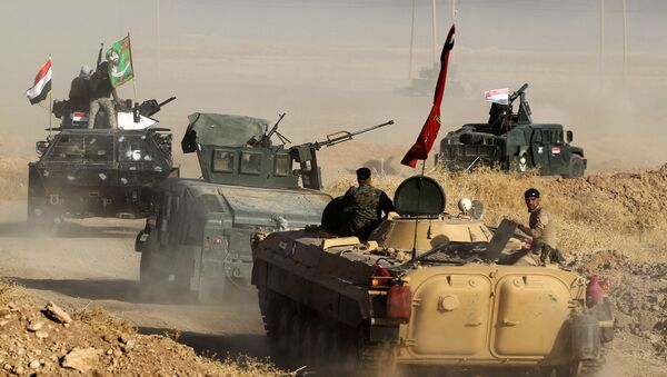 Iraqi forces deploy in the area of al-Shourah, some 45 kms south of Mosul, as they advance towards the city to retake it from the Islamic State (IS) group jihadists, on October 17, 2016 - Sputnik International