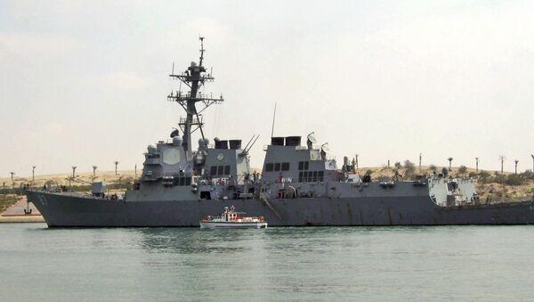 U.S. destroyer USS Mason sails in the Suez canal in Ismailia, Egypt. - Sputnik International