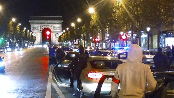 Around 500 police officers in plain clothes take part in a protest on the Champs-Elysees avenue overnight on October 18, 2016 in Paris - Sputnik International