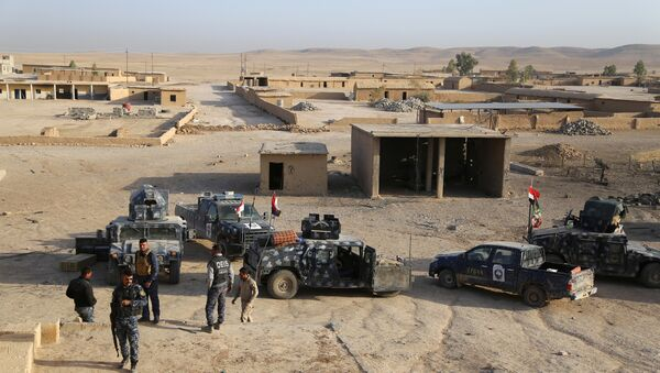 Iraqi security forces gather in Qayara, south of Mosul, to attack Islamic State militants in Mosul, Iraq, October 18, 2016 - Sputnik International