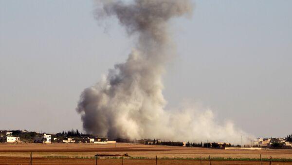 Smoke rises from airstrikes on Guzhe village, northern Aleppo countryside, Syria October 17, 2016. - Sputnik International
