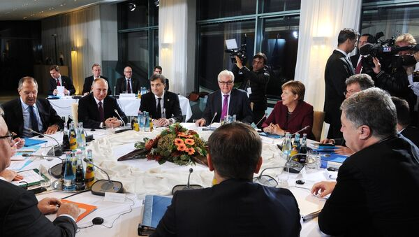 Russian President Vladimir Putin, German Chancellor Angela Merkel, background 2nd right, and Ukrainian President Petro Poroshenko, foreground right, during the Normandy format meeting between the leaders of Germany, Russia, Ukraine and France on settling the Ukrainian conflict, at the Paul Loebe Haus parliamentary building in Berlin. (File) - Sputnik International